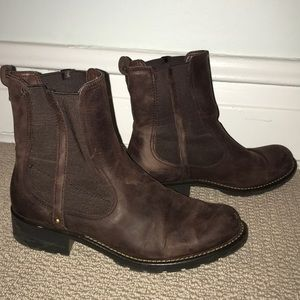 Clark's brown leather ankle boots - size 9.5